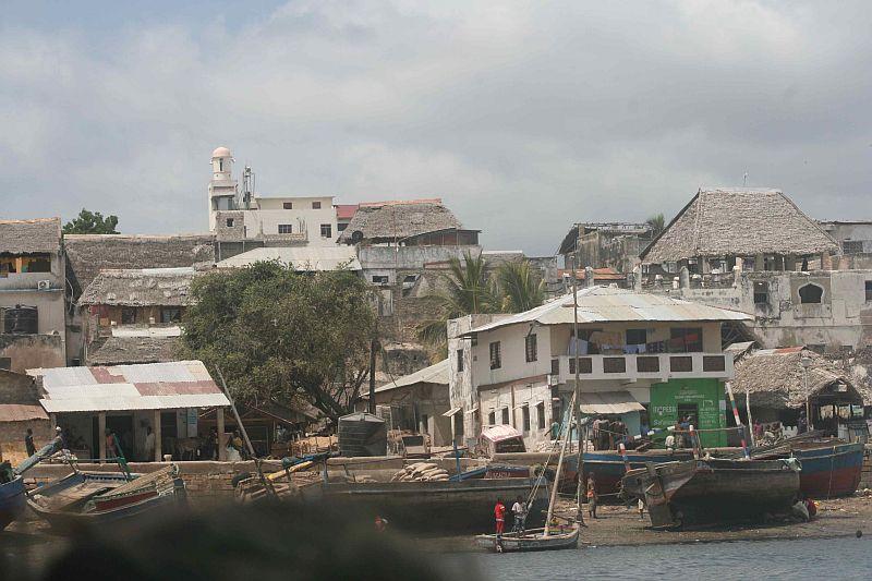 Das Original. Am Ufer liegen die Dhaus.
