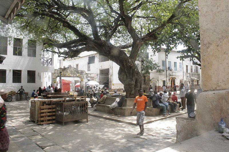 Der Mkunguni Square aus einer ähnlichen Perspektive.