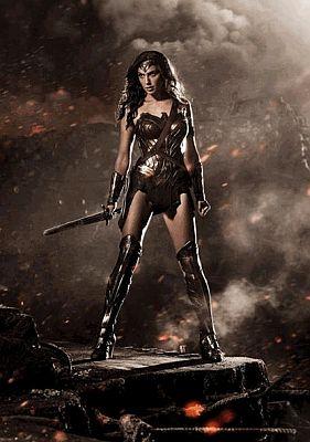 Das erste Foto: Gal Gadot als Wonder Woman, aus Batman v Superman, Kinostart 2016
